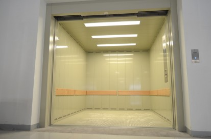 Ascensoare pentru marfa - cu usa deschisa Ascensoare pentru marfa