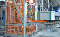 Ascensoare, platforme pentru marfa In functie de aplicatie ascensoarele Elmas pot fi echipate cu actionare hidraulica sau electrica, in varianta cu camera masinii sau fara camera masinii.