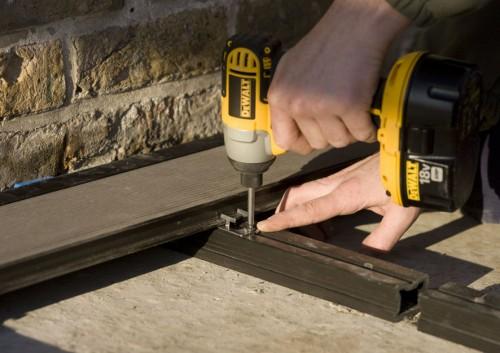 Executie, montaj Montaj pardoseli cu deck-uri din material compozit lemn cu PVC DECEUNINCK - Poza 21
