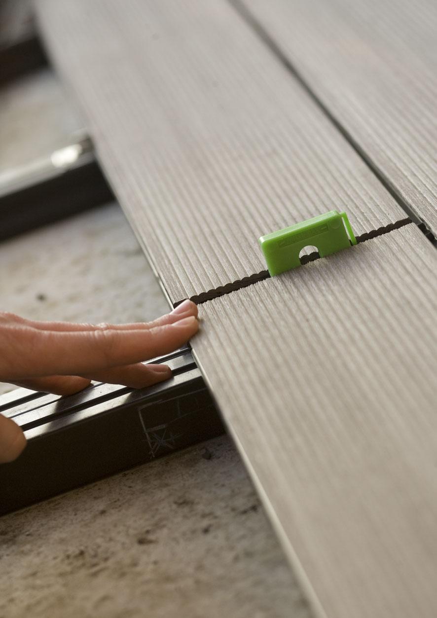 Montaj pardoseli cu deck-uri din material compozit lemn cu PVC DECEUNINCK - Poza 23