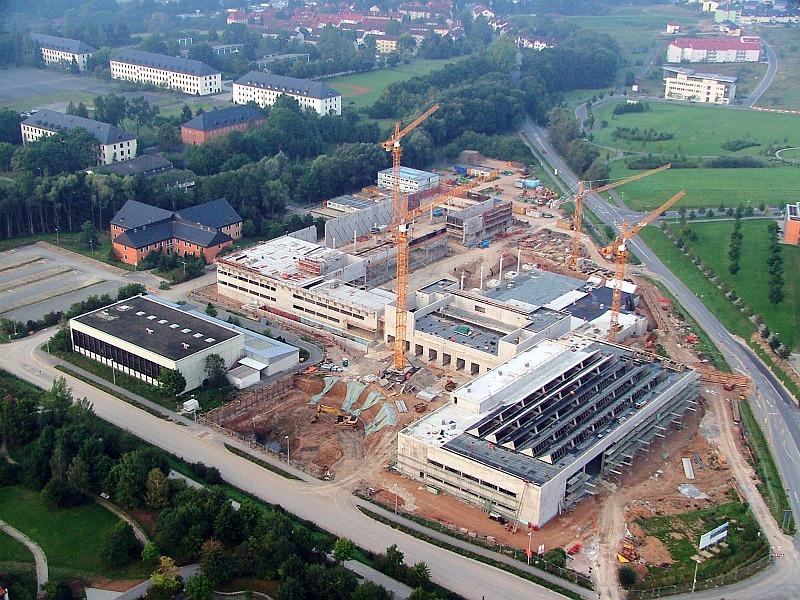 Pardoseli tehnice suprainaltate - HUK Coburg - Germania MERO - Poza 14