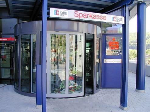 Pardoseli tehnice suprainaltate - Sparkasse Geisingen - Germania MERO - Poza 7