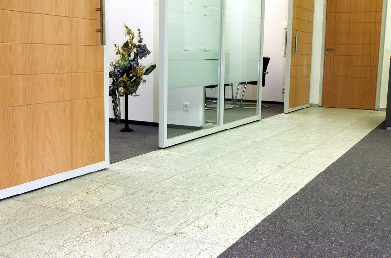 Pardoseli tehnice suprainaltate - Sparkasse State - Germania MERO - Poza 4