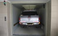 Ascensoare hidraulice pentru autoturisme Ascensoarele auto Elmas asigura accesul rapid din strada la spatiile de parcare aflate la diferite niveluri ale cladirii, fara existenta rampelor de acces.