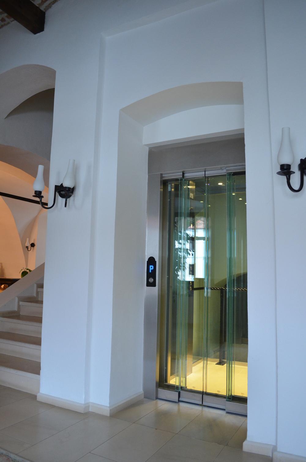 Ascensor panoramic - Hotel ALBA IULIA ELMAS - Poza 1