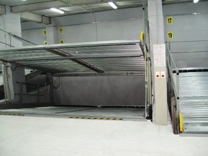 Vedere de detaliu cu cele 2 platforme inclinate PARKLIFT 340 Sisteme de parcare - Imobil birouri