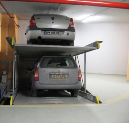 Un autoturism parcat desupra celuilalt PARKLIFT 402 Sisteme de parcare - Sediu birouri - Bucuresti