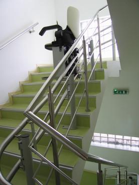 Exemple de utilizare Lift pentru persoane cu dizabilitati (servoscara) HIRO 160 - 2 HIRO LIFT - Poza 2