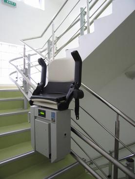 Exemple de utilizare Lift pentru persoane cu dizabilitati (servoscara) HIRO 160 - 3 HIRO LIFT - Poza 3