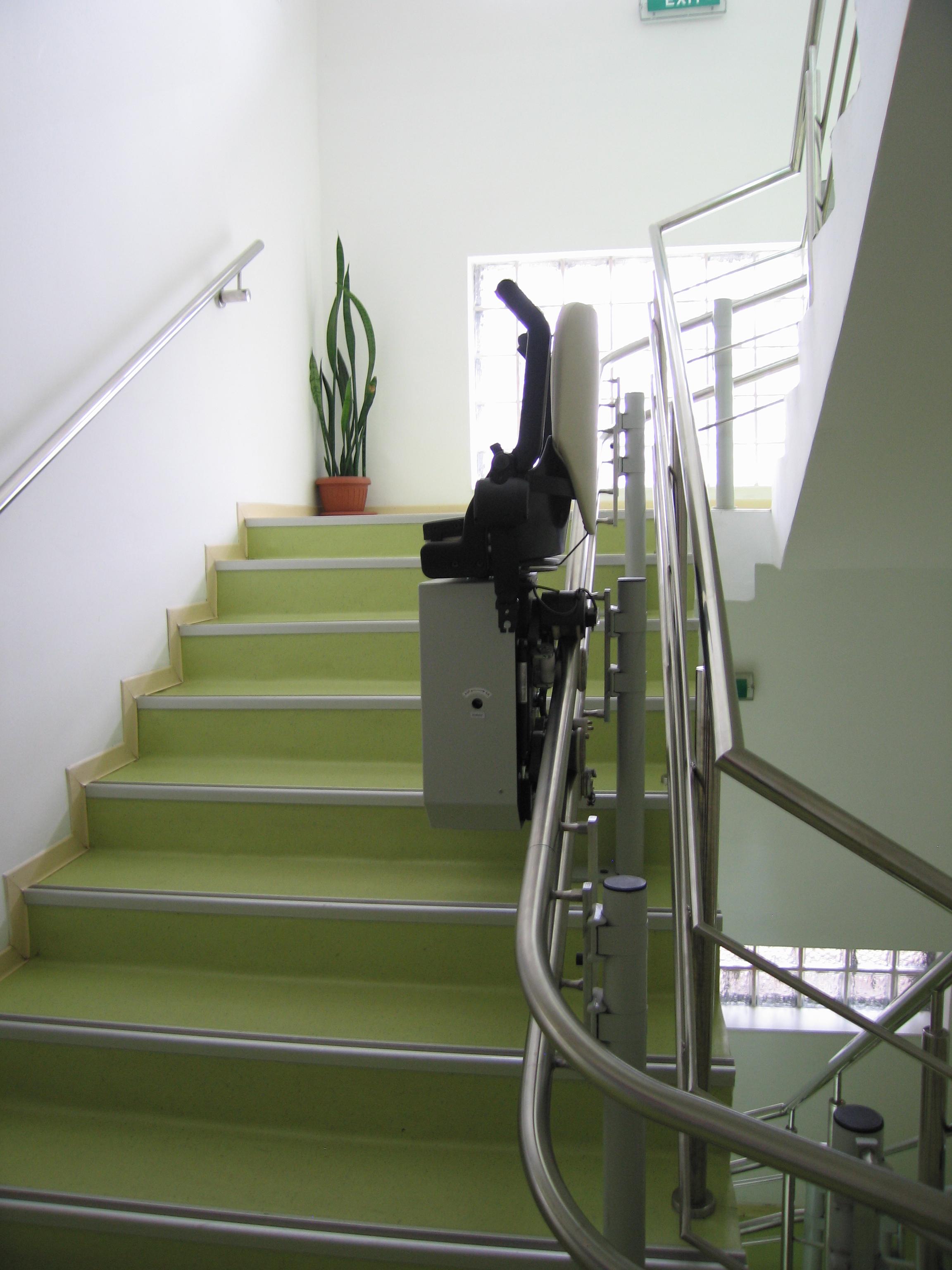 Lift pentru persoane cu dizabilitati (servoscara) HIRO 160 - 4 HIRO LIFT - Poza 4