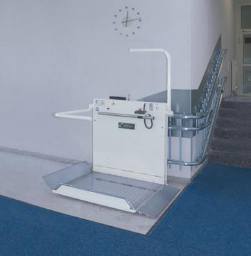 Exemple de utilizare Platforma inclinata pentru persoane cu dizabilitati HIRO 320 - 1 HIRO LIFT - Poza 1