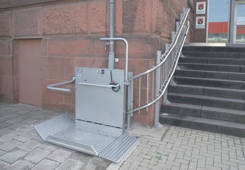 Exemple de utilizare Platforma inclinata pentru persoane cu dizabilitati HIRO 320 - 2 HIRO LIFT - Poza 2