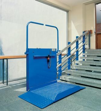 Exemple de utilizare Platforma inclinata pentru persoane cu dizabilitati HIRO 320 - 3 HIRO LIFT - Poza 3