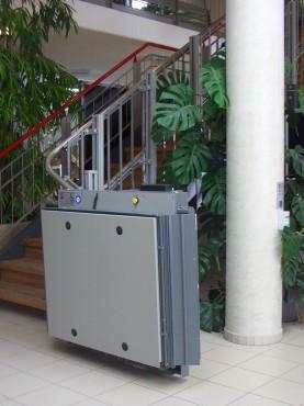 Exemple de utilizare Platforma inclinata pentru persoane cu dizabilitati HIRO 320 - 4 HIRO LIFT - Poza 4