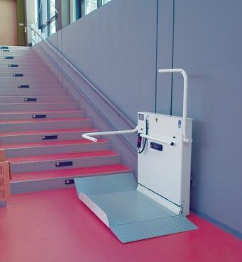 Exemple de utilizare Platforma inclinata pentru persoane cu dizabilitati HIRO 350 - 1 HIRO LIFT - Poza 1