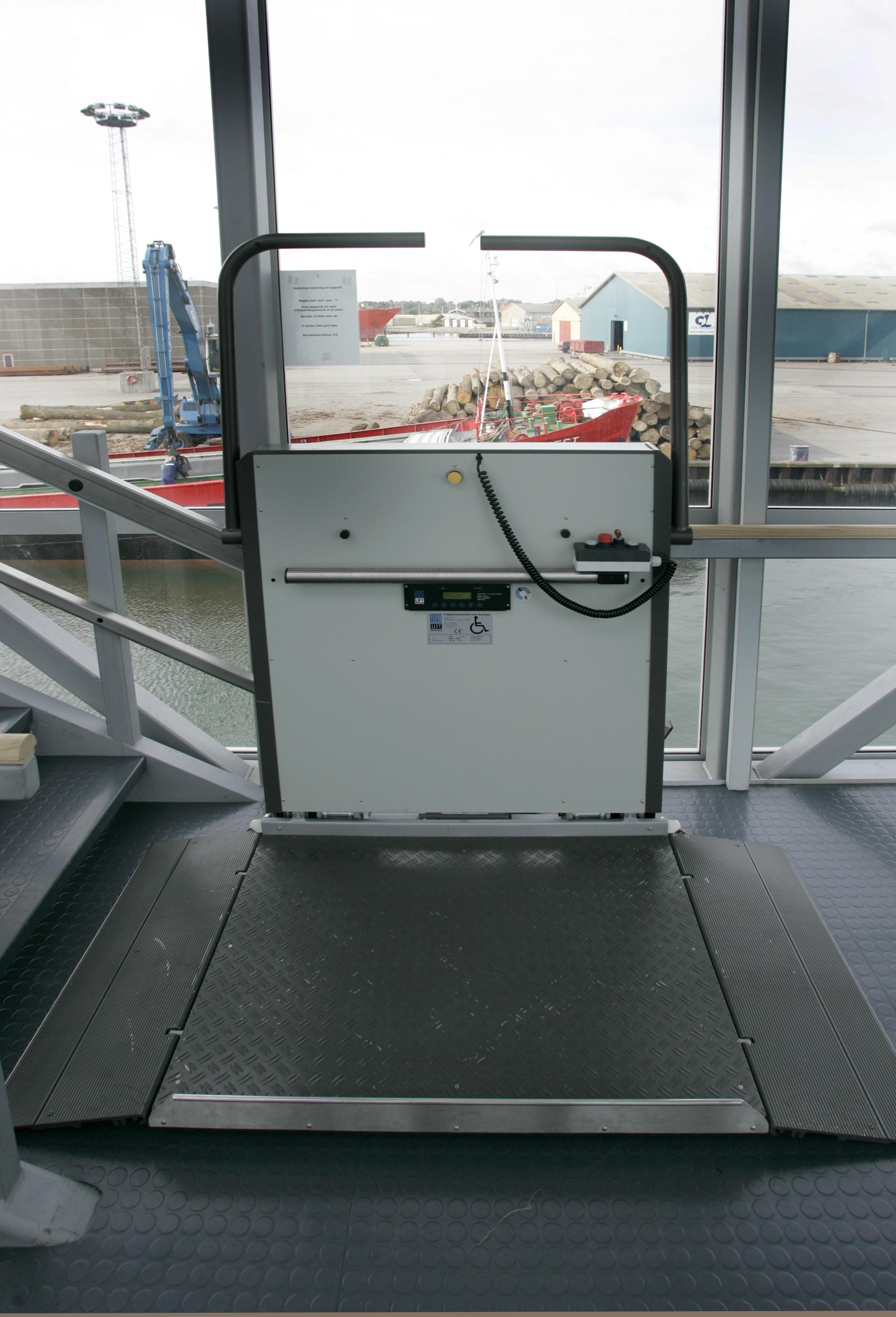 Platforma inclinata pentru persoane cu dizabilitati HIRO 350 - 2 HIRO LIFT - Poza 2