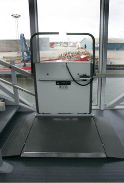 Exemple de utilizare Platforma inclinata pentru persoane cu dizabilitati HIRO 350 - 2 HIRO LIFT - Poza 2