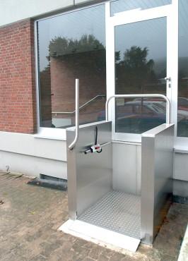 Exemple de utilizare Platforma vericala pentru persoane cu dizabilitati HIRO 450 - 1 HIRO LIFT - Poza 1