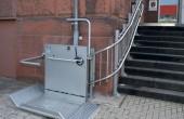 Elevatoare pentru persoane cu dizabilitati locomotorii Gama de lifturi si platforme HIRO LIFT este solutia de transport pe verticala a persoanelor cu dizabilitati locomotorii, oferita de Elmas.