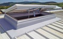 Trape de fum Trapedeevacuare fum si gaze fierbinti- utilitatea lor multipla consta in faptul ca permit iluminatul natural al spatiilor interioare fara cheltuieli suplimentare, iar cand este cazul, pot fi utilizate pentru ventilatia zilnica.