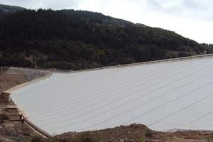 Geosintetice - Geomembrane din PVC Geomembraneledin PVC si polipropilena de la Geocom acopera intrega gama de lucrari care necesita impermeabilizare: piscine, terase circulabile/necirculabile, acoperisuri constructii civile si industriale.