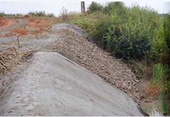 Geosintetice - Geocompozite pe baza de bentonita pentru impermeabilizare GEOCOM TRADING&CONSULTING