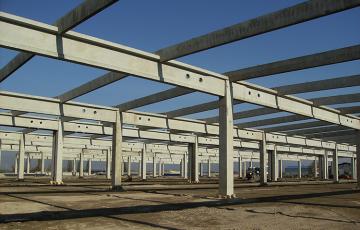Structuri hale prefabricate din beton Elementele prefabricate pentru hale din beton, cuprinse in oferta Macon, satisfac solicitarile clientilor atat din punct de vedere al calitatii, cat si ca diversitate.