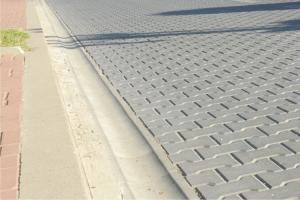 Solutii pentru infrastructura - Rigole si borduri din beton Solutiile pentru infrastructura de la Symmetrica cuprind o gama variata de produse pentru constructii durabile.