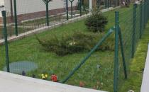 Plase zincate acoperite cu PVC, pentru garduri metalice Gardurile metalice Metallurgica Frigerio sunt recomandate pentru imprejmuirea cladirilor publice, atelierelor, fabricilor, scolilor, parcurilor, terenurilor de joaca si stadioanelor, aeroporturilor si a zonelor militare.