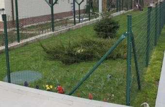 Plase zincate acoperite cu PVC, pentru garduri metalice