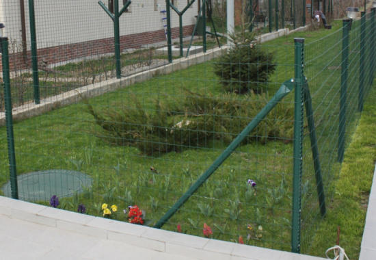 Plase zincate acoperite cu PVC, pentru garduri metalice FRIGERIO