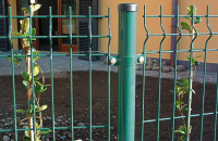 Panouri pentru garduri metalice Gardurile metalice Bulloni sunt recomandate pentru imprejmuirea cladirilor publice, atelierelor, fabricilor, scolilor, parcurilor, terenurilor de joaca si stadioanelor, aeroporturilor si a zonelor militare.