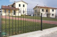 Panouri pentru garduri metalice Panourile speciale BALDASSAR GRIGLIATI, ca si la celelalte tipuri de panouri de gard, au protectia la coroziune foarte ridicata, fiind realizata prin zincare si acoperire cu PVC.