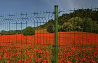Stalpi metalici pentru garduri Pentru imprejmuiri diferite, Decorio produce si comercializeaza stalpi adaptati plasei sau panourilor pe care le doriti.