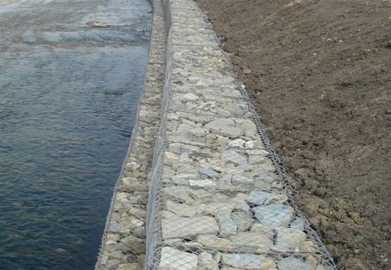 Gabioane din plasa sudata si impletita pentru stabilizarea terenurilor si malurilor DECORIO