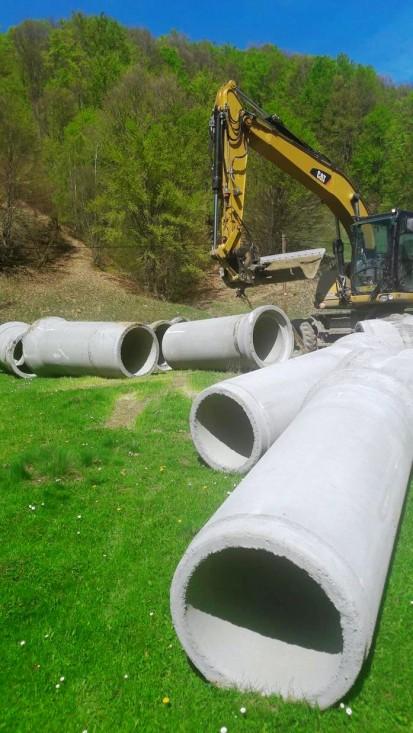 Modernizare drum Chiuesti - tuburi cu mufa din beton armat Tuburi din beton armat pentru canalizare