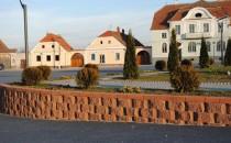 Blocheti si boltari din beton Blochetii si boltarii oferiti de ELIS PAVAJE sunt realizati din beton de inalta rezistenta cu absorbtie scazuta de apa pentru structuri cu durata mare de viata.