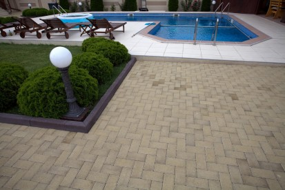 Pavaj din beton - zona piscina CIVIC Elemente pavaj din beton