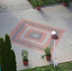 Sisteme de pavaje exterioare din beton ELPRECO ofera o gama variata de pavaje si borduri din beton, de la cele mai creative la cele functionale si ecologice. Pavajele ELPRECO se remarca printr-un design deosebit.