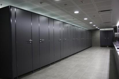Exemplu de compartinemtare a cabinei de toaleta cu placi HPL Placi HPL pentru compartimentari cabine sanitare