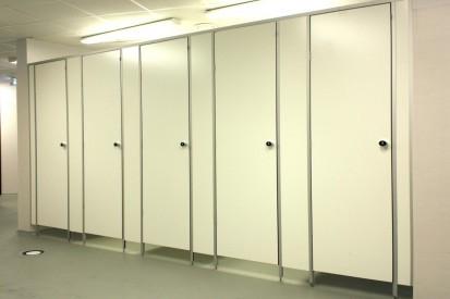Cabina de toaleta compartimentata cu placi HPL Placi HPL pentru compartimentari cabine sanitare, vestiare