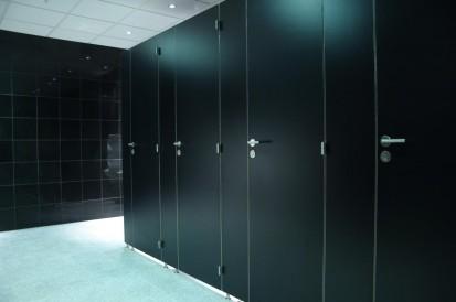Exemplificarea compartimentarii sanitare cu placi HPL Placi HPL pentru compartimentari cabine sanitare, vestiare