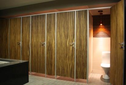 Placi HPL compartimentari sanitare Geplast Placi HPL pentru compartimentari cabine sanitare, vestiare