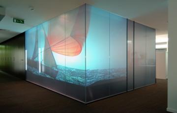 Solutii vitrate speciale Gama GLASSOLUTIONS furnizeaza sisteme de sticla eficiente energetic, estetice si comfortabile, sustenabile si de securitate atat pentru anvelopa cladirilor cat si pentru aplicatii la interior