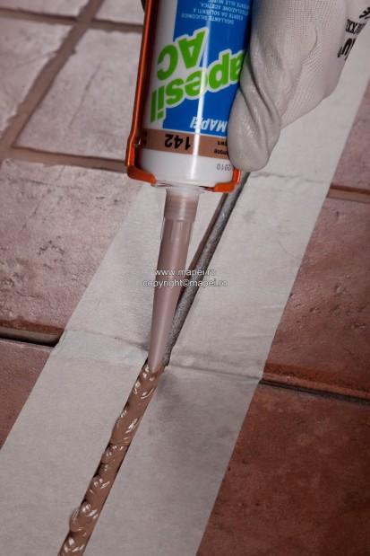 4. Sigilare rost elastic pardoseala ceramica Fund de rost din spuma de polietilena expandata
