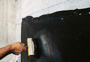 Hidroizolatie bituminoasa pentru impermeabilizarea la rece a fundatiilor masive din beton Mapei va pune la dispozitie hidroizolatii bituminoase pentru impermeabilizarea la rece a fundatiilor masive din beton. (cuzineti, pile de pod, ziduri de sprijin etc).