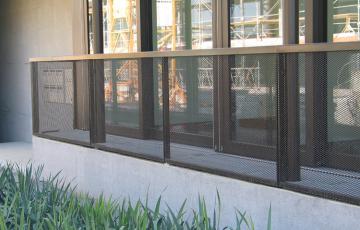 Balustrade metalice rezistente la foc Balustradele metalice GRIRO au o buna rezistenta la vant, clasa de foc 0, iar montajul este rapid.