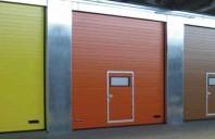 Porti industriale sectionale pentru inchideri exterioare Novoferm(Germania) - cel mai mare producator de usi la nivel mondial, apartinand grupului Sanwa Shutter - ofera o gama completa de usi sectionale realizate din materiale cu proprietati anticorozive.