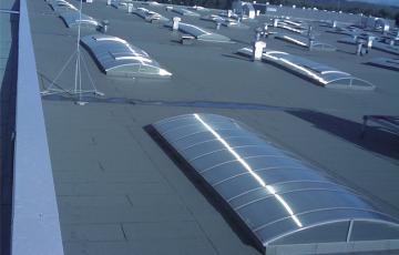 Vata minerala bazaltica pentru acoperisuri tip terasa, cu conductivitate termica imbunatatita Vata bazaltica pentru izolarea acoperisurilor terasa Knauf Insulation este disponibila sub forma de placi rigide, rezistente la compresiune si incombustibile.