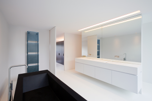 Calorifere pentru baie Caloriferele portprosop Vasco sporesc sentimentul de relaxare in baie, cu accesorii si solutii inteligente.Etajerele, barele portprosop si agatatorile cromate, formeaza o unitate de design.